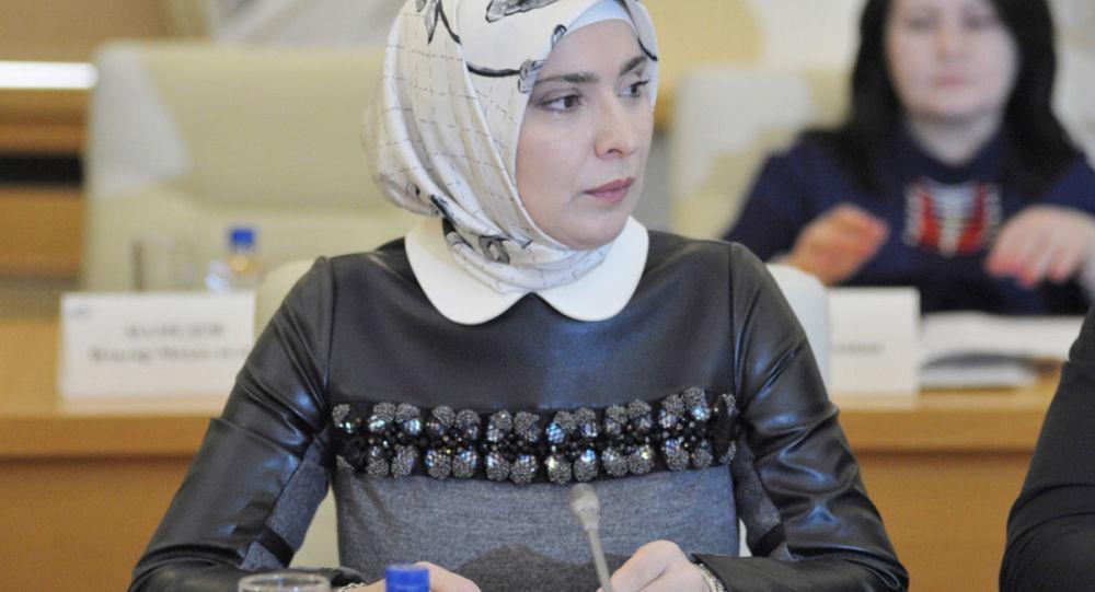 """Redaktor naczelny czasopisma """"Islam"""" i żona muftiego Dagestanu Aina Gamzatowa"""