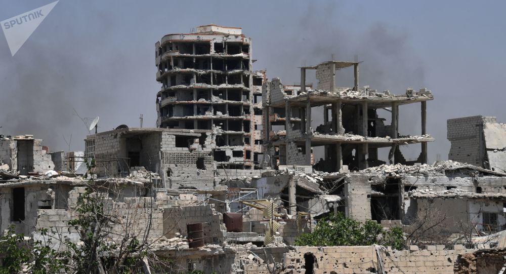Zrujnowane budynki w dzielnicy Kabun na przedmieściach Damaszku, Syria
