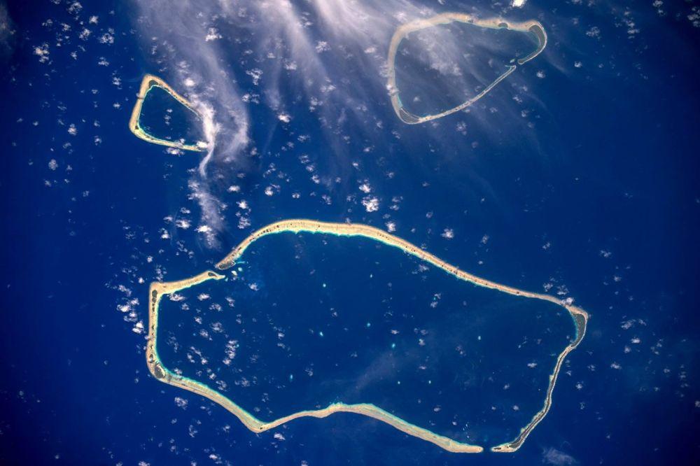 Wyspy Karolińskie na Pacyfiku, sfotografowane z pokładu Międzynarodowej Stacji Kosmicznej przez kosmonautę Roskosmosu Siergieja Riazańskiego.