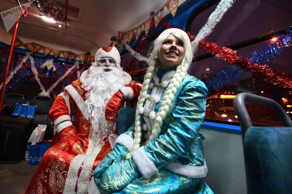 28 grudnia pasażerowie świątecznych tramwajów otrzymali życzenia od Dziadka Mrozu i Śnieżynki.