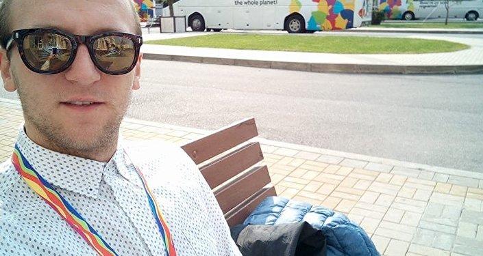 Krzysztof świętek na terenie kampusu olimpisjkiego