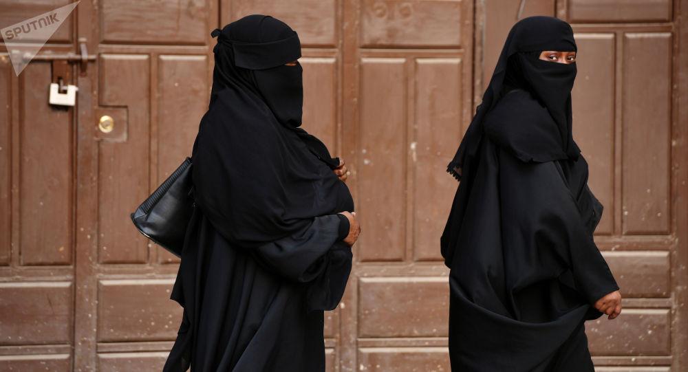 Kobiety na jednej z ulicy Dżuddy w Arabii Saudyjskiej