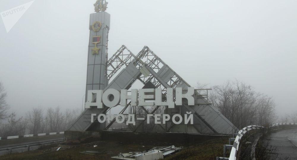 Pomnik na wjeździe do Doniecka