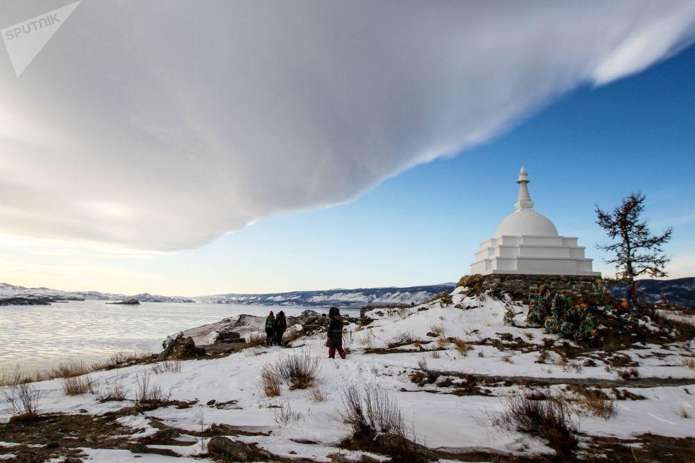 Buddyjska Stupa na wyspie Ogoj