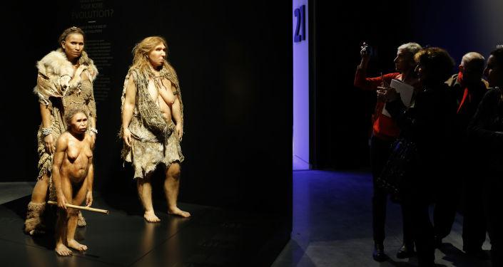 Starożytni ludzie w  Musee des Confluences, Francja