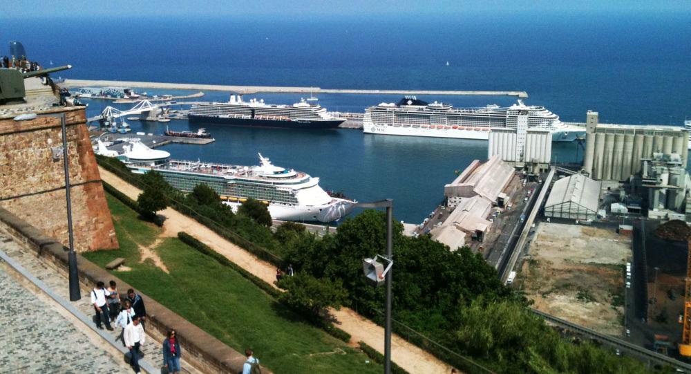 Port w Barcelonie w Hiszpanii. Zdjęcie archiwalne