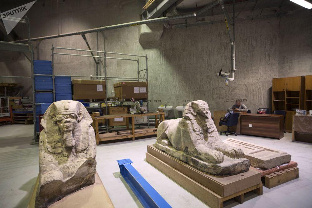 W stałej ekspozycji planuje się umieścić około stu tysięcy przedmiotów, które zostaną zaprezentowane w piętnastu salach.