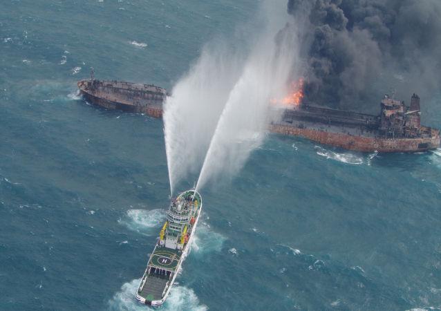 Pożar na irańskim tankowcu SANCHI
