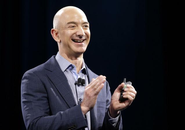 Szef i założyciel sklepu Amazon.com Jeff Bezos.
