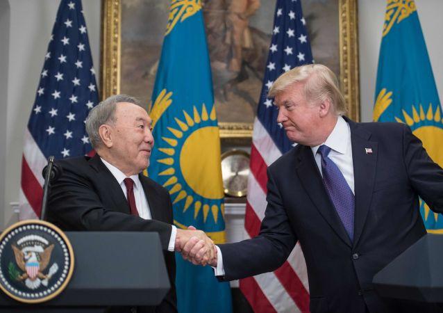 Prezydent Kazachstanu Nursułtan Nazarbajew i prezydent USA Donald Trump