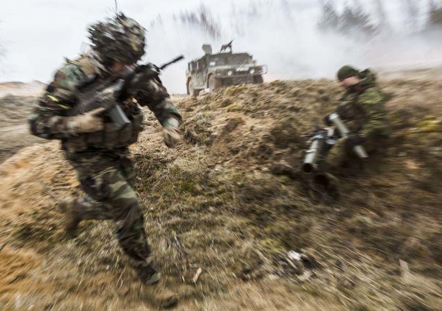Żołnierze armii litewskiej podczas ćwiczeń