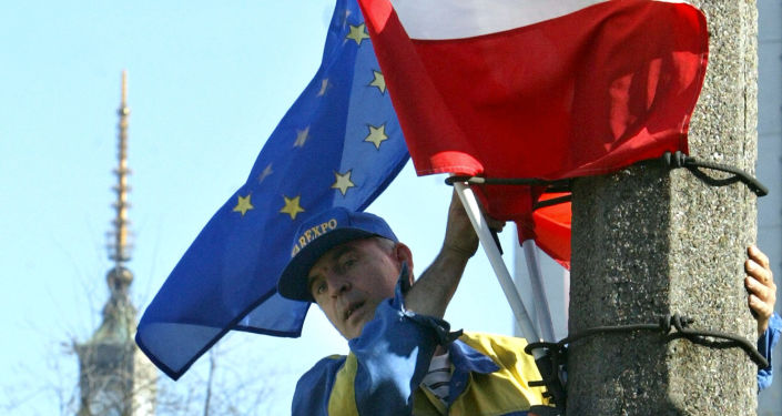 Flagi Polski i UE, Warszawa