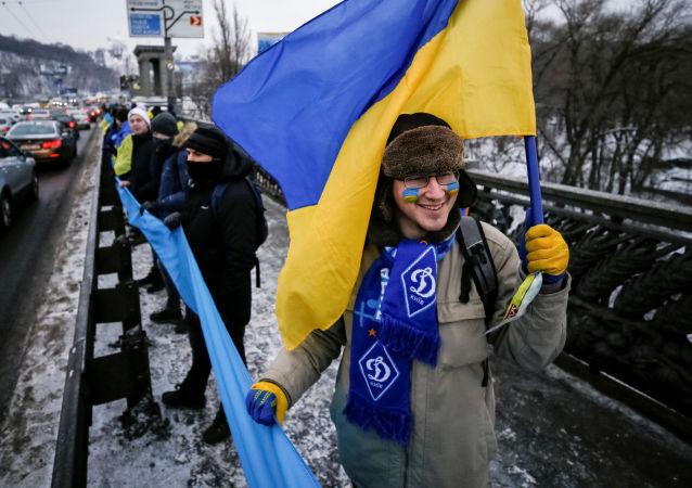 Ukraińcy w czasie świętowania Dnia Jedności Narodowej w Kijowie