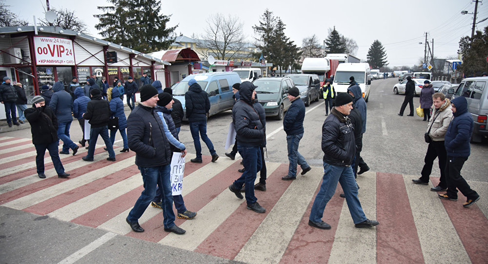 Kilkadziesiąt osób zablokowało dojazd do przejścia granicznego Szeginie na polsko-ukraińskiej granicy