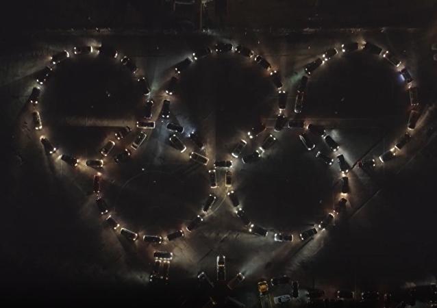 Kaliningrad wspiera! Pierścienie olimpijskie z samochodów
