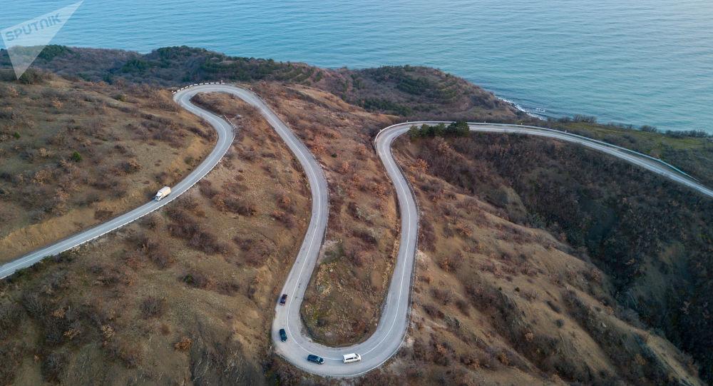 Droga w okolicach wsi Małoreczenskoje, Krym