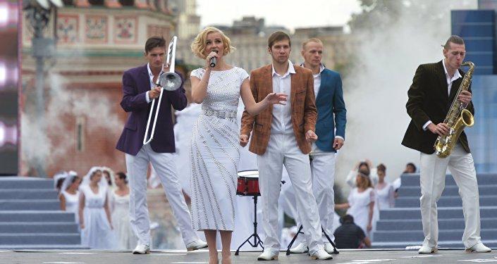 Piosenkarka Polina Gagarina podczas koncertu na Placu Czerwonym