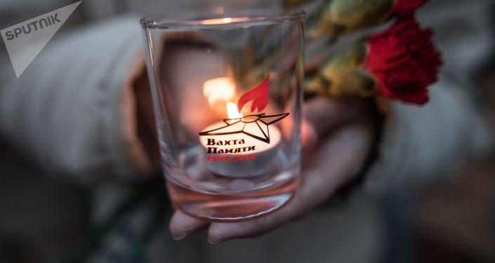 Uczestnik akcji  Wachta pamięci. Wieczny ogien -2017 przed złożeniem kwiatów na Mogile Nieznanego Żołnierza w Sadzie Aleksandrowskim w Moskwie