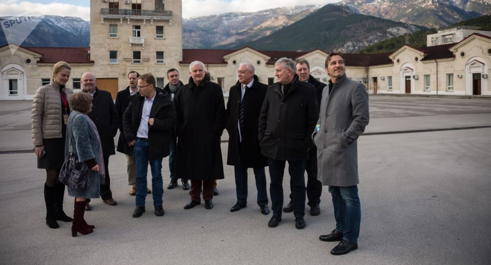 Uczestnicy niemieckiej delegacji partii Alternatywa dla Niemiec w ramach oficjalnej wizyty na Krym