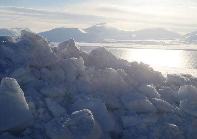 Cieśnina Olgi w rejonie miasteczka Barentsburg na archipelagu Spitsbergen