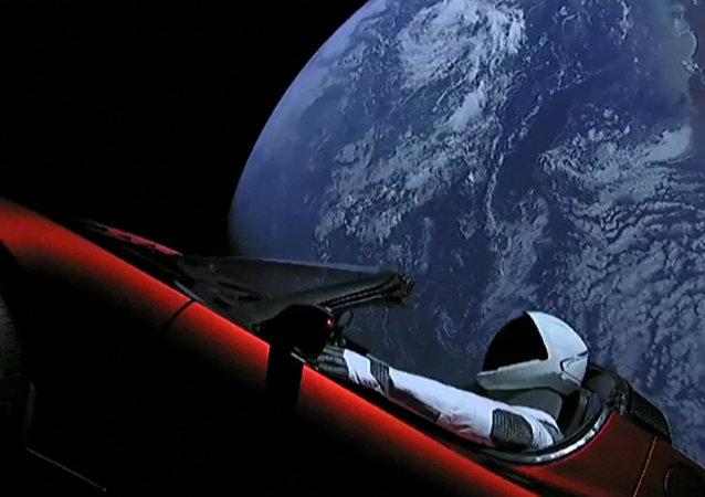 Rakieta Falcon Heavy wyprowadziła na orbitę Ziemi pojazd TeslaRoadster
