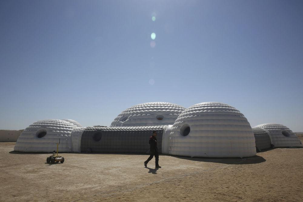 Lokalizacja eksperymentu została wybrana nieprzypadkowo: warunki pustynnego krajobrazu są do tego idealne.