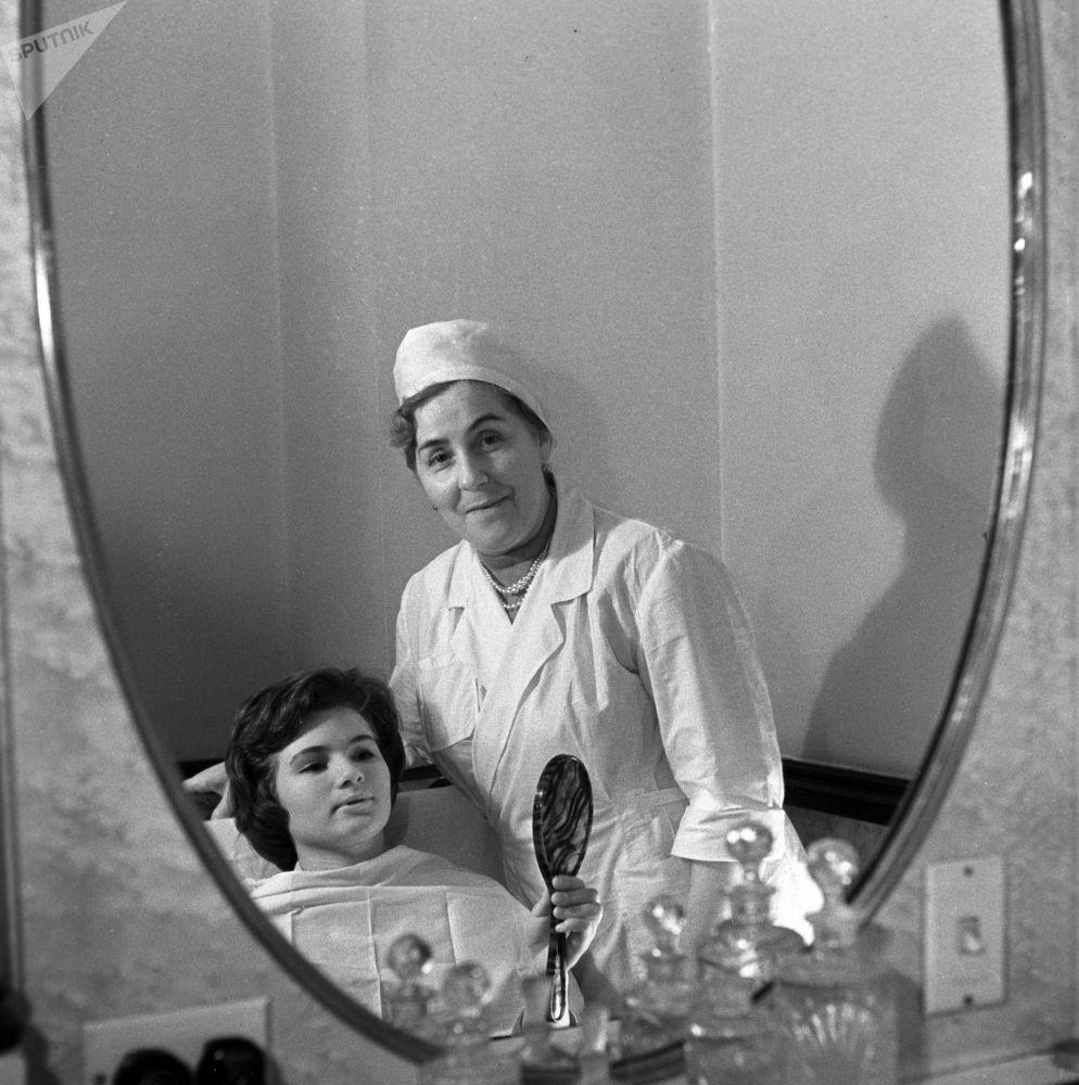 Salon fryzjerski w hotelu Ukraina, 1963 rok.