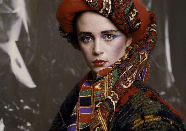 Zimowy makijaż od projektanta mody i wizażysty Walentina Judaszkina, 1986 rok.