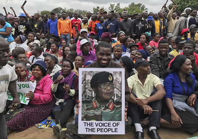 Demonstracja w Zimbabwe po obaleniu prezydenta Roberta Mugabe.