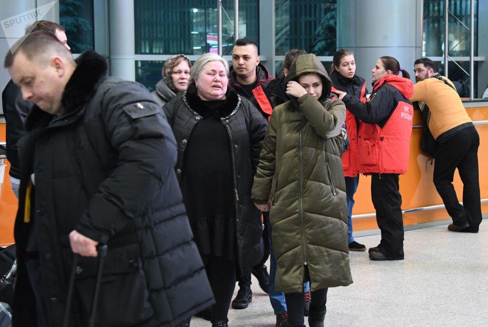 Pasażerowie na lotnisku Domodedovo, skąd wyleciał samolot An-148.