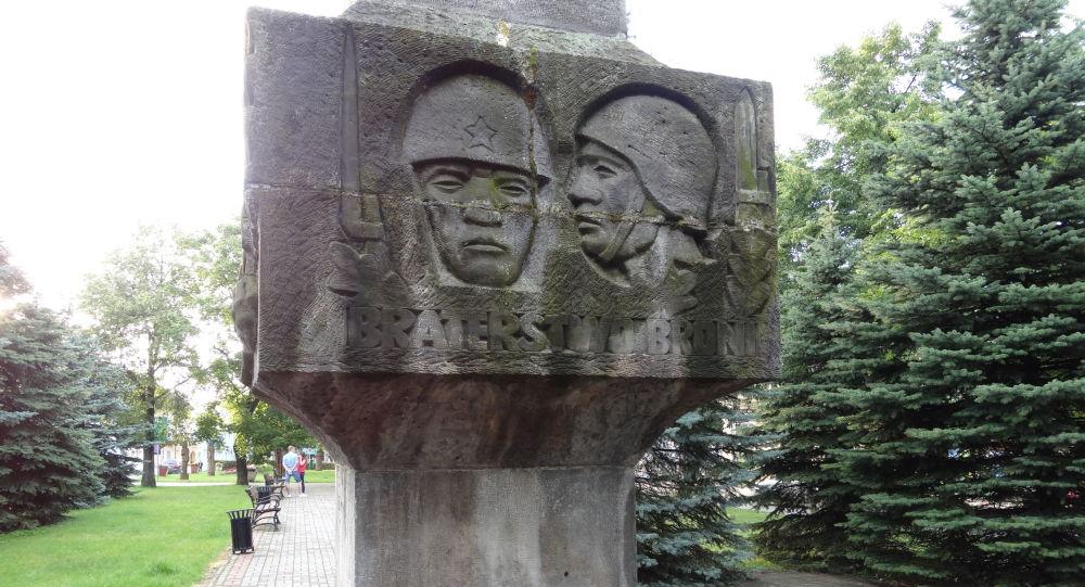 Pomnik radzieckich żołnierzy w polskim mieście Sejny