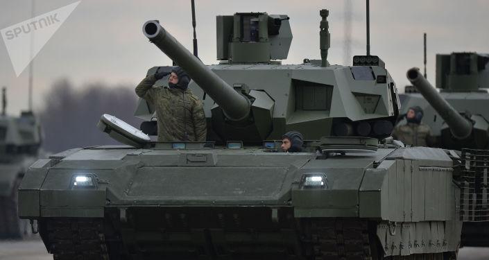 Czołgi Armata zmechanizowanej kolumny wojskowej