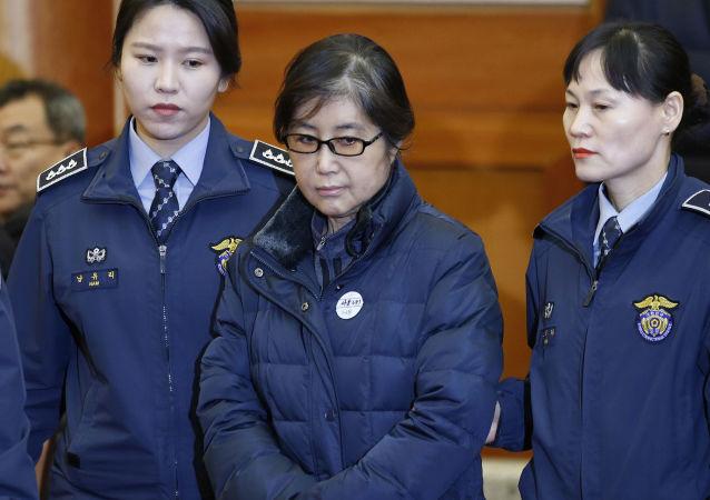 Przyjaciółka byłej prezydent Korei Południowej Park Geun-hye Choi Soon-sil skazana na trzy lata więzienia za korupcję i ingerencję w polityczne sprawy państwa