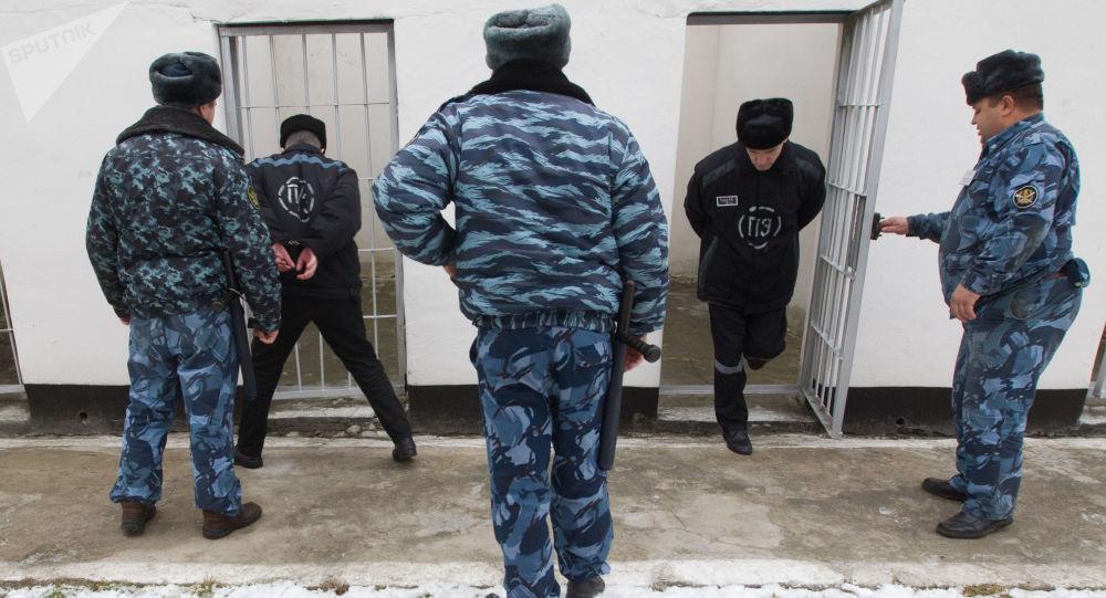 Pracownicy ochrony kolonii karnej dla skazanych skazanych na dożywotnie więzienie. Zdjęcie archiwalne