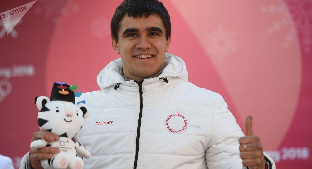 Rosyjski sportowiec Nikita Triegubow, który zajął drugie miejsce w skeletonie mężczyzn na XXIII Zimowych Igrzyskach Olimpijskich