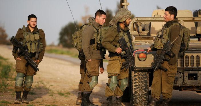 Izraelscy żołnierze na granicy ze Strefą Gazy
