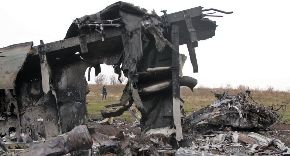 Szczątki malezyjskiego samolotu Boeing na wschodzie Ukrainy