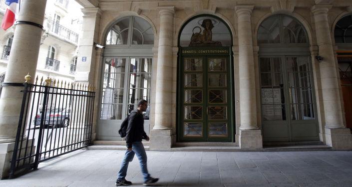 Sąd Konstytucyjny w Paryżu
