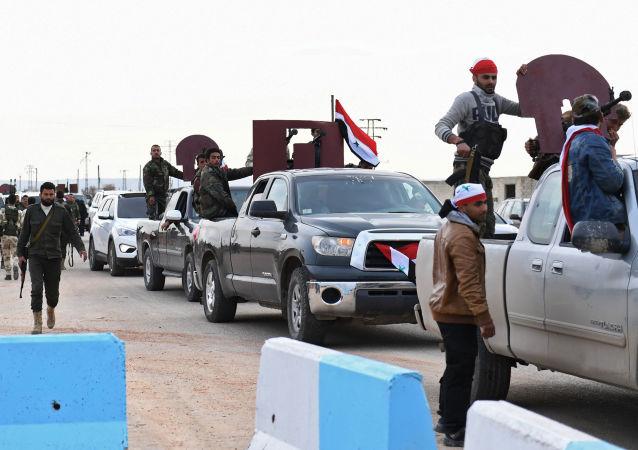 Prosyryjskie siły rządowe przybywają na terytorium syryjskiego Afrinu