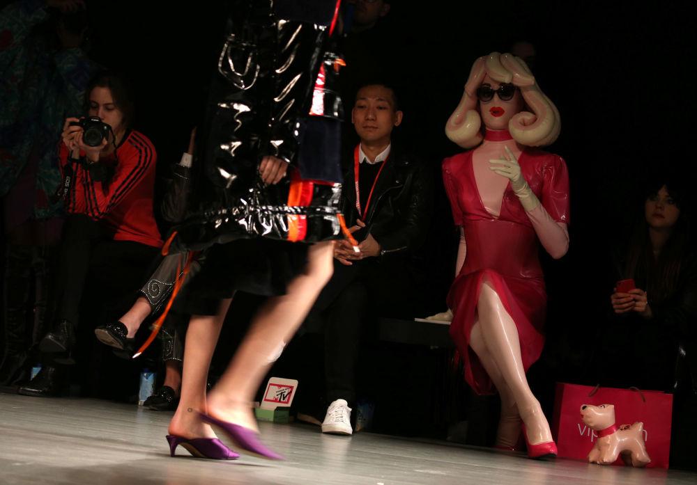 Publiczność na pokazie Fyodor Golan podczas Tygodnia mody w Londynie