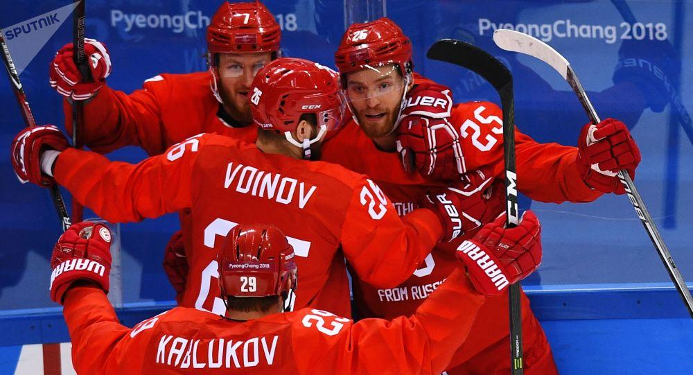 Rosyjska drużyna cieszy się z bramki w meczu ćwierćfinałowym Rosja-Norwegia w męskim hokeju na XXIII Zimowych Igrzyskach Olimpijskich