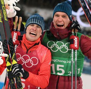 Rosyjscy narciarze Denis Spicow i Aleksander Bolszunow zdobyli srebrny medal w sprincie drużynowym techniką dowolną na Igrzyskach Olimpijskich