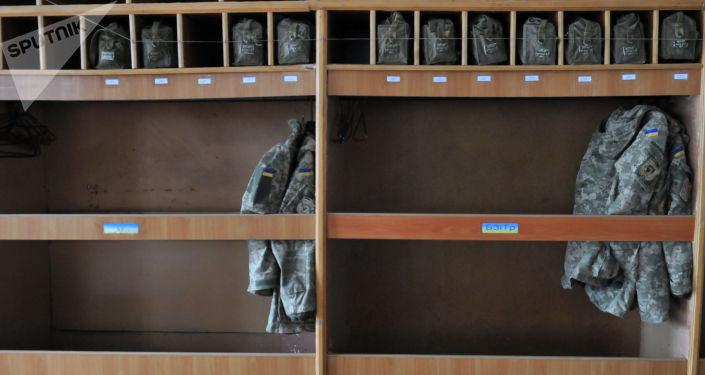 Amunicja w koszaracd 15. pułku reaktywnej artylerii dyslokowanego w Drohobyczach, w obwodzie lwowskim