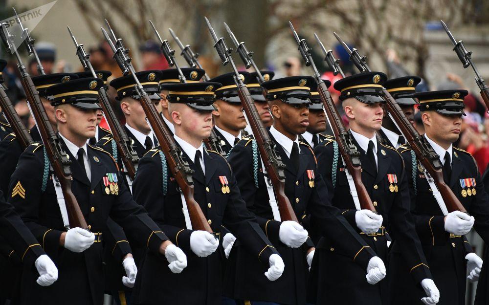 W Stanach Zjednoczonych Dzień Sił Zbrojnych obchodzony jest od 1950 roku paradami i pokazami lotniczymi w trzecią sobotę maja.