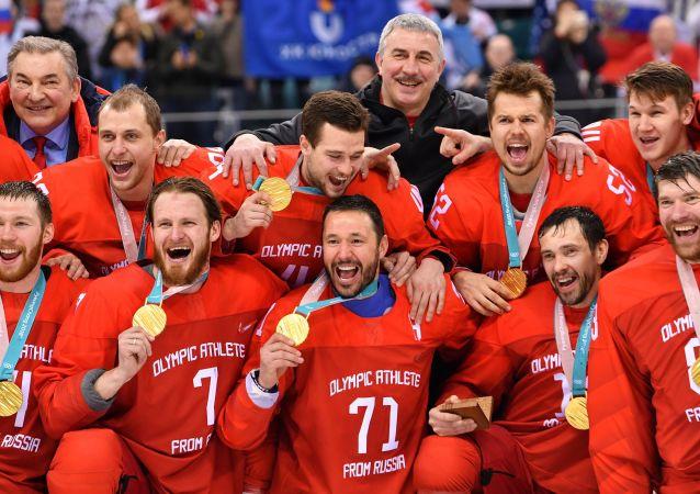 Ceremonia wręczenia złotych medali rosyjskim sportowcom na XXIII Zimowych Igrzysk Olimpijskich
