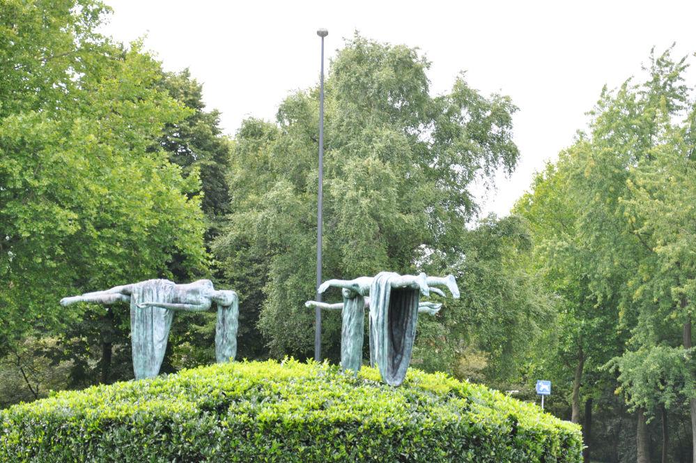 Rzeźba Zwevende maagden w Holandii