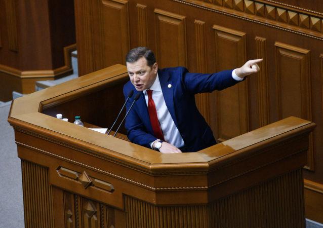 Lider frakcji Partii Radykalnej Ołeh Laszko przemawia na posiedzeniu Rady Najwyższej Ukrainy w Kijowie