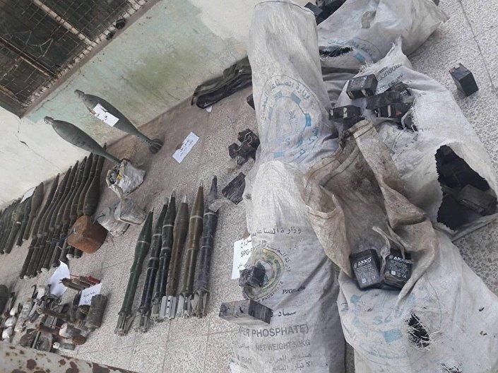 Kadry ze starego schronu Daesh