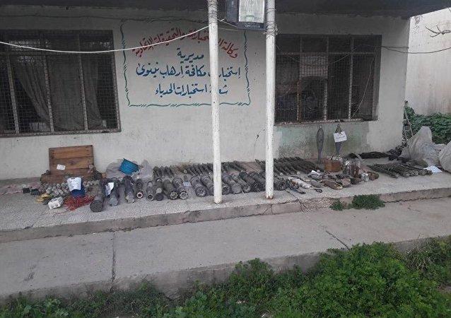 Kadry ze schronu Daesh