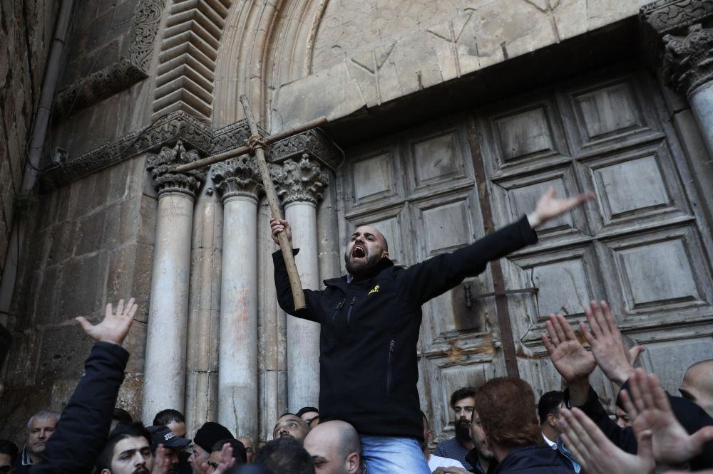 Akcja protestacyjna pod Bazyliką Grobu Świętego